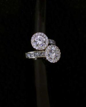 David Mann — Bijoutier à Liège - Bague toi et moi diamant central entourage diamants