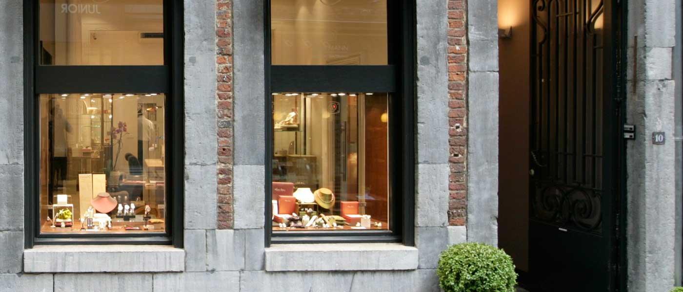 David Mann — Bijoutier à Liège - Bijouterie Joaillier Sertisseur David Mann vitrine extérieure rue Saint Adalbert 10-12 4000 Liege