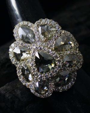 David Mann — Bijoutier à Liège - Bague fleur sertie de diamants taille rose entourage brillants diamants