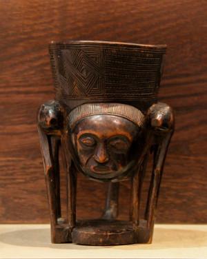 David Mann — Bijoutier à Liège - Art africain coupe Pende en bois